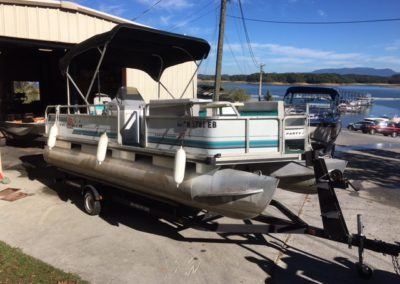 Sold 1993 sun tracker 21 ft party barge pontoon boat 9000 for 400 hp boat motor price