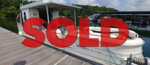 SOLD: 2006 Suntracker Party Hut 30 – $18900 (Sevierville)
