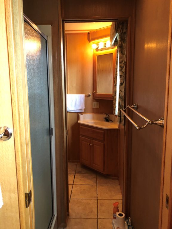 2004 68' Lakeview Houseboat