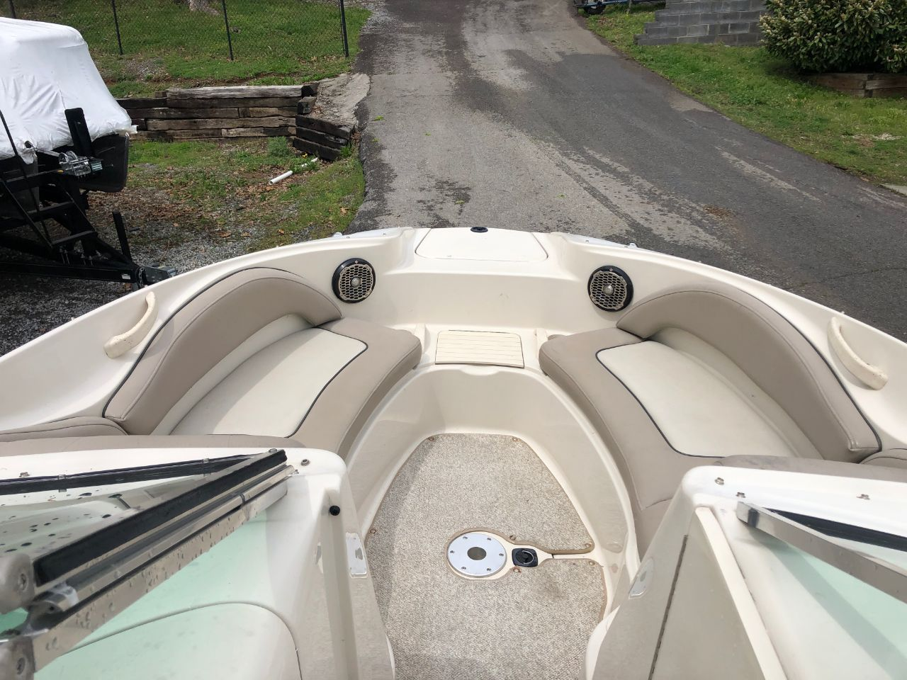 2004 SeaRay Sundeck 220
