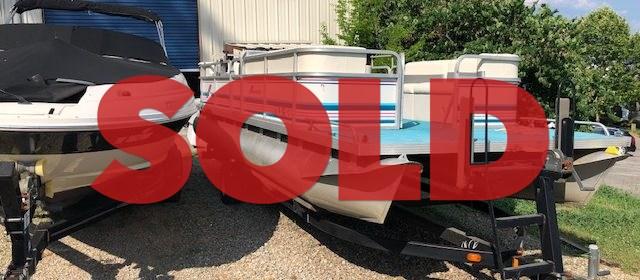 SOLD: 1998 22′ Aurora Pontoon Boat w/ 90 HP Mercury Outboard – $8200 (Sevierville)