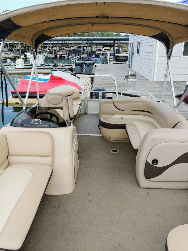 2015 Suntracker 24DLX Party Barge Pontoon