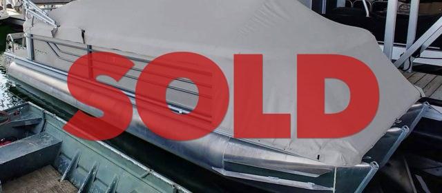SOLD: 2015 Crest III 250 SLC Tritoon – $46400 (Sevierville)