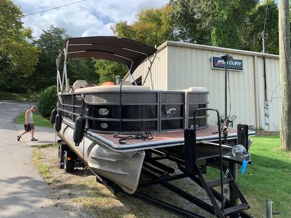 2014 Crest III 230 - $22,500 (Sevierville)