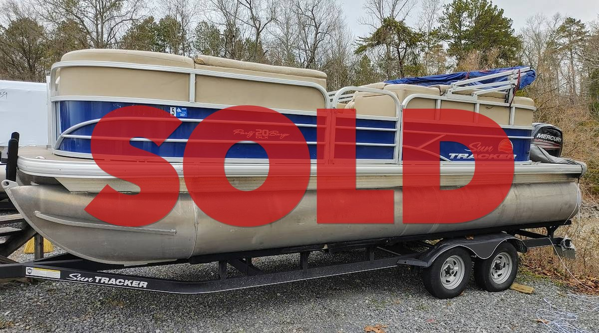 2018 Suntracker Party Barge 20 DLX - $22,500 (Sevierville)