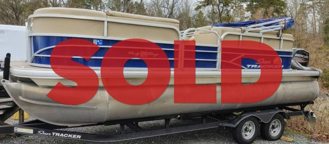 SOLD: 2018 Suntracker Party Barge 20 DLX – $22,500 (Sevierville)