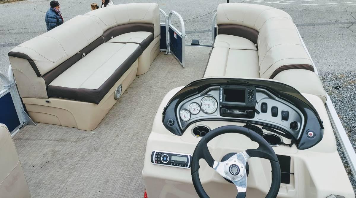 2018 Suntracker Party Barge 20 DLX - $22,500 (Sevierville)